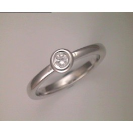 Anell d`or blanc amb 1 diamant